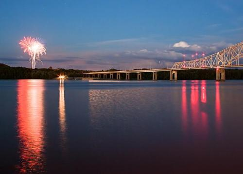 east-dubuque-fireworks